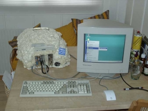 Бескорпусный персональный компьютер NHP 200NC - вместо корпуса у него пена