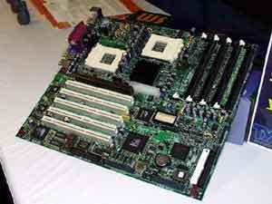 Плата на AMD-760MP от Tyan