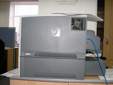 Принтер HP LaserJet 5200dtn: вид сбоку