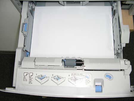 Принтер HP LaserJet 5200dtn: лоток для бумаги