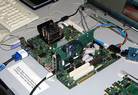 прообраз платформы Napa на базе 2-ядерного процессора Yonah
