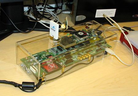 Прототип адаптера Wireless USB, подключаемый к USB порту компьютера и к конечному устройству