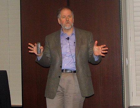 �����������, ����������� ������������ ��������� UWB �������� ������ ����� ��� (Kevin Kahn), ������������� Intel Labs