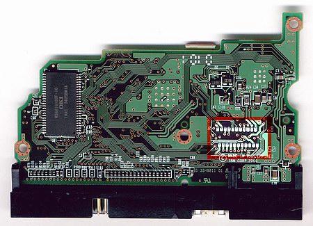 Плата контроллера диска IBM IC35L0x0AVER07 с обратной стороны