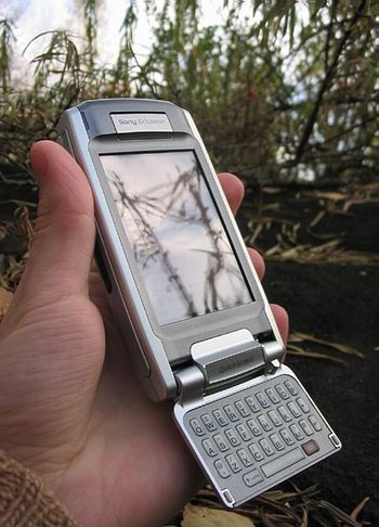 Sony Ericsson P910i в руке
