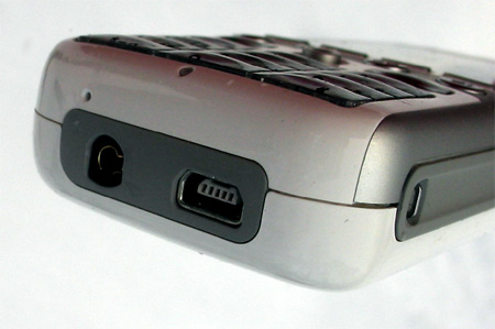 Нижний торец корпуса T-Mobile SDA Music