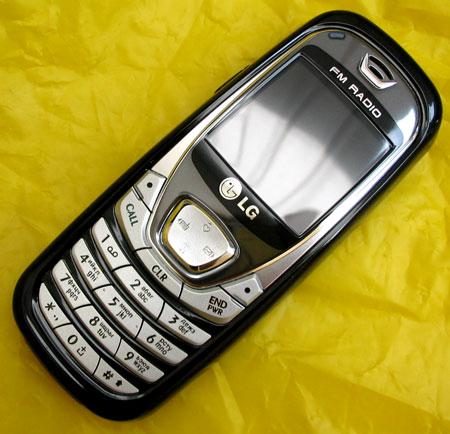 LG B2070 купив в 2005р зі стипендії.  І який якась нехороша людина поцупила під час служби в армії.