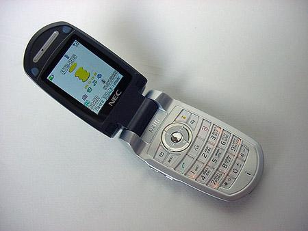 Наше описание будет производиться на примере телефона NEC N411i.  Аппарат появился в продаже в следующей комплектации...