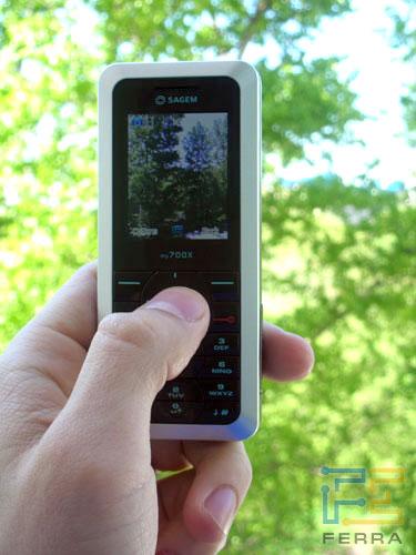Комплект правда был скромный (телефон, инструкция, карта памяти 512, гарнитура, зарядка), а вот про кабель забыли