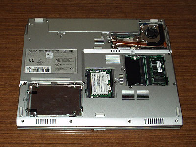 Bliss 502c - В каждом отсеке расположен один тип компонентов, поддающихся модернизации – память, процессор, жесткий диск и слот miniPCI
