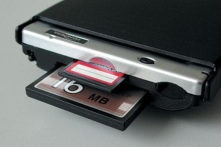 Слоты расширения для флэш-карт форматов CompactFlash и SD