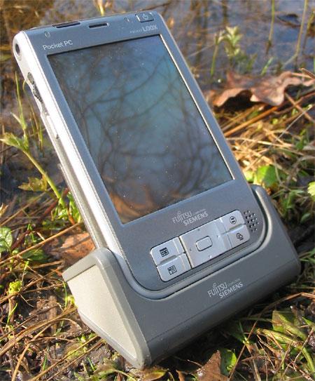 Fujitsu Siemens Pocket LOOX 718 � ������