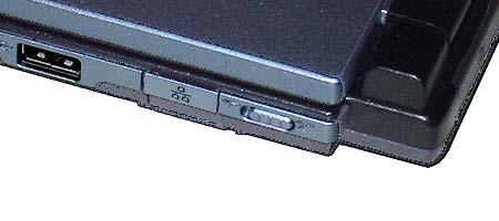 Для включения/выключения беспроводных интерфейсов вместо традиционной кнопки здесь используется сдвижной переключатель