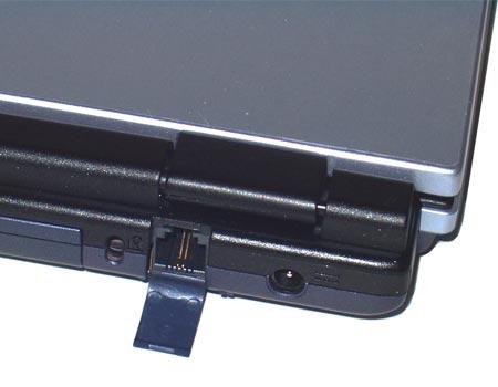 ненужные при мобильно-беспроводном использовании ноутбука разъемы (выход на внешний монитор, сеть и модем) закрыты удобными крышечками