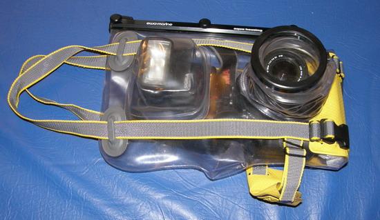 Мягкий чехол Ewa-Marine с цифрозеркалкой Sigma SD10 и внешней вспышкой. Основной мой инструмент подводной съемки в последнее время