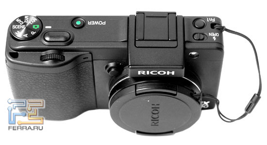 Корпус Ricoh GX200 практически идентичен корпусу GR DIGITAL II
