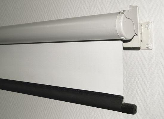 Белая простыня вместо экрана проектора