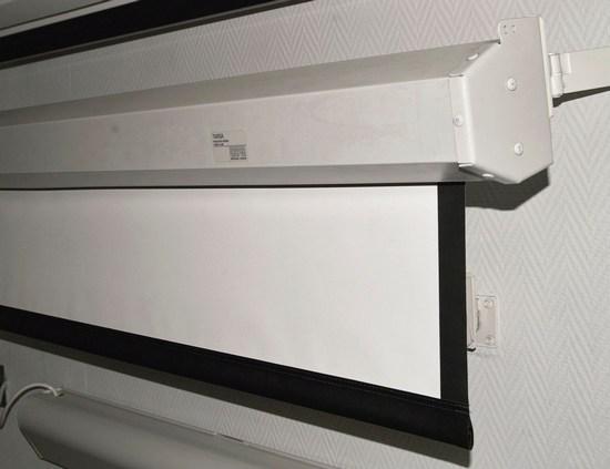 Экраны Targa – серия большеразмерных экранов. Они могут изготавливаться с поверхностями Matt White, High Contrast Grey
