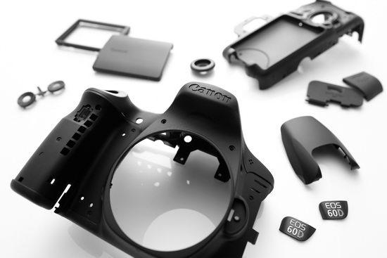 Корпус Canon EOS 60D пластиковый, никакого металлического каркаса больше нет