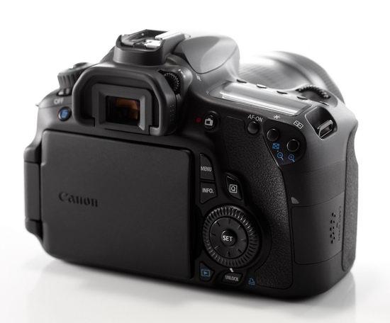 Canon EOS 60D - экран в закрытом положении. В таком виде он надежно защищен от повреждений