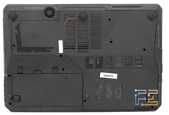 MSI GX660, вид снизу