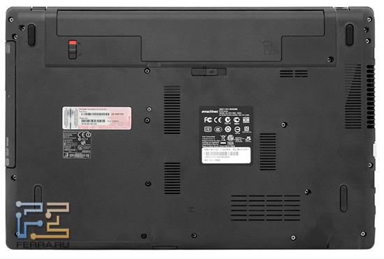 Так выглядит нижняя грань ноутбука eMachines E732G