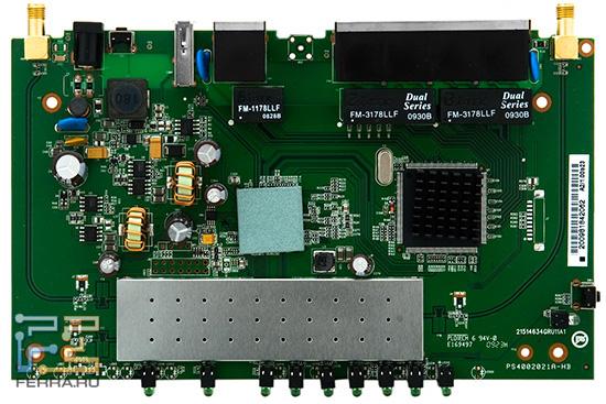Основной чип закрыт керамическим радиатором, а радиомодуль спрятан под длинным защитным экраном. Для сетевого чипа использован рядовой игольчатый радиатор