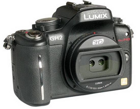 Гибридная камера Lumix GH2 с установленным объективом для 3D-съемки