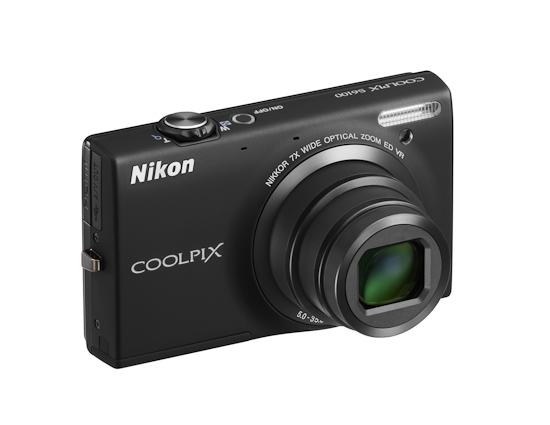 Coolpix S6100: вид спереди
