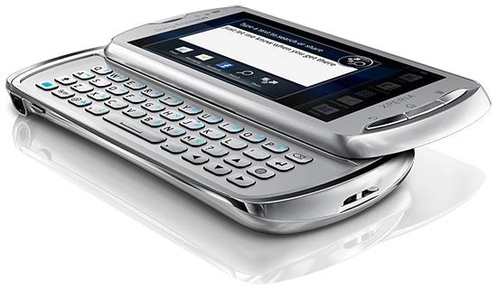 Белая версия Sony Ericsson Xperia Pro в разложенном виде