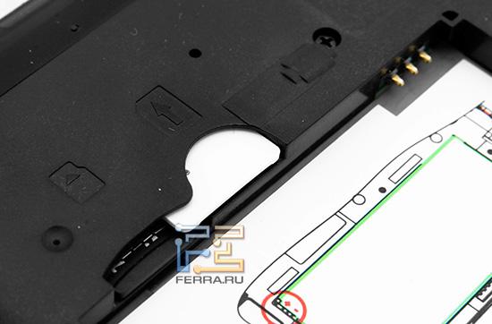 Слоты под SIM карту и microSD