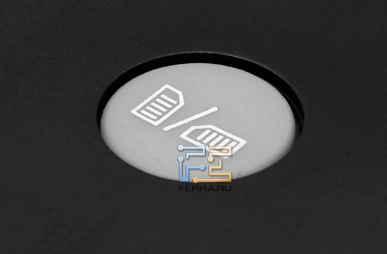 Кнопка на задней панели Wexler.Book E5001