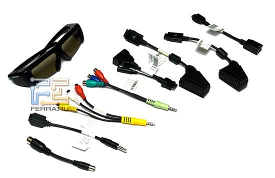 Очки и кабели, идущие в комплекте поставки Samsung UE65C8000