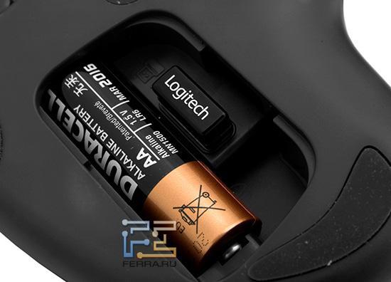 Батарейка АА и беспроводной приемник Logitech Wireless Trackball M570