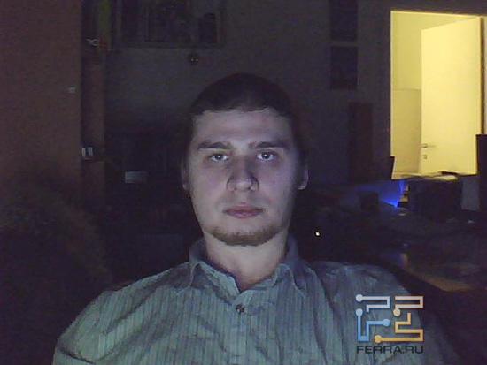 Съёмка на Sven CU-2.2 в темноте, лампы подсветки включены
