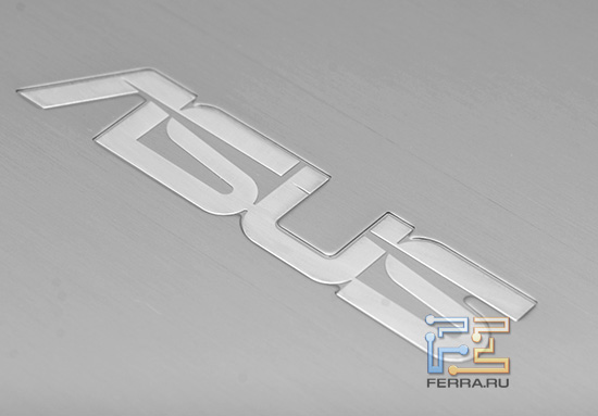 Логотип ASUS на крышке экрана ASUS N73Jq