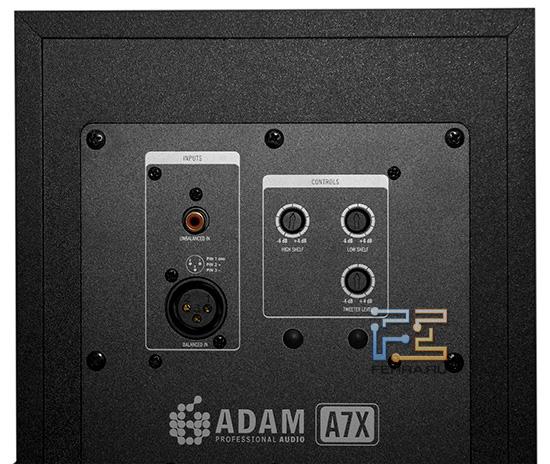 Задняя панель ADAM A7X - балансный и небалансный входы, а ещё панель коррекции тембра