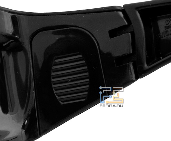 Отсек для батарейки на очках Xpand из комплекта HP ENVY 17 3D