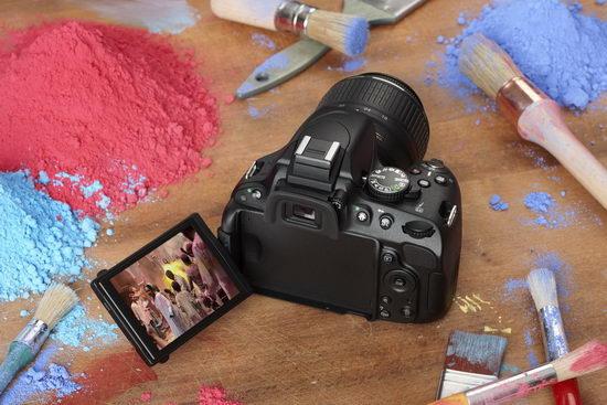 Ручка Nikon D5100 покрыта эластичной резиной