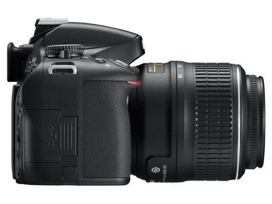 Отсек для карт памяти в Nikon D5100 расположен сбоку