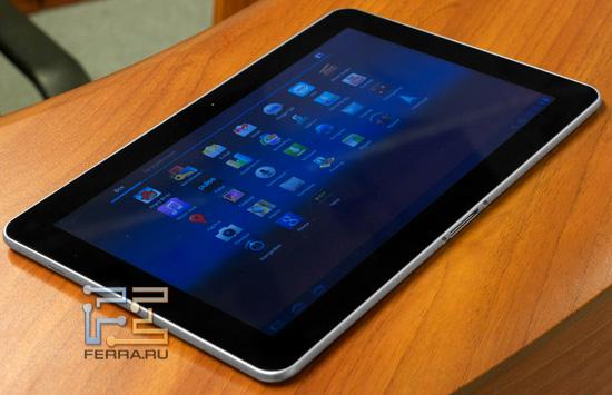 Планшет Samsung Galaxy Tab 10.1 — фото на столе