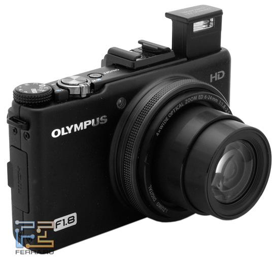 Olympus XZ-1 оснащена встроенной возводящейся вспышкой