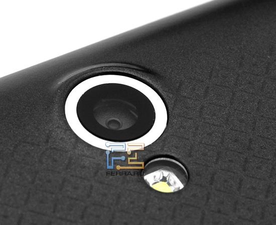 Глазок камеры Dell Streak 7 и его верный друг — светодиод вспышки