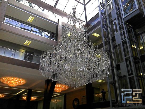 Такая красота висит в предбанничке бизнес-центра «Омега Плаза», в котором обитает Ferra.ru