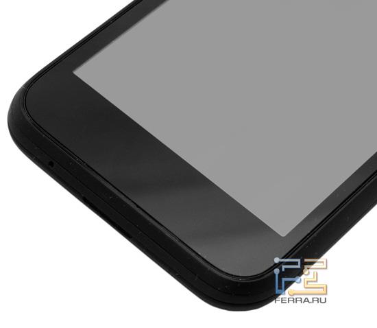 Область под экраном HTC Incredible S. При включении здесь появятся пиктограммки четырех кнопок