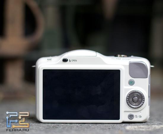 Задняя сторона корпуса Panasonic Lumix GF3 очень лаконична