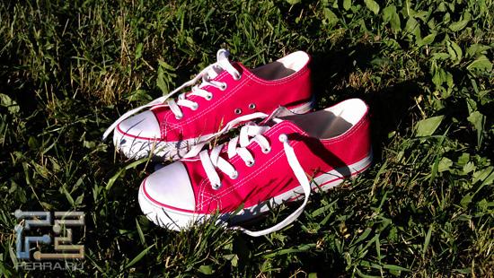 Лежали кеды на траве, в траве лежали - HTC Sensation