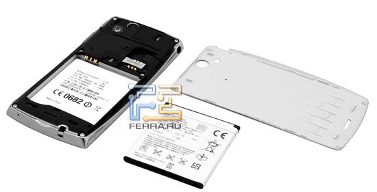 Sony Ericsson Xperia Arc без задней крышки и аккумулятора