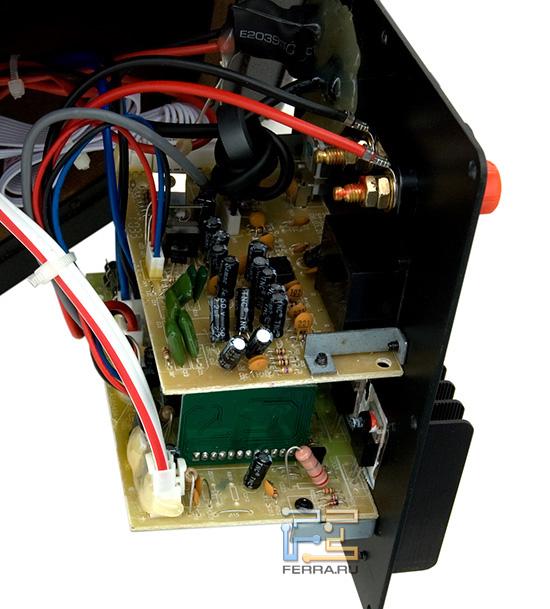 Сложная электроника разнесена на несколько плат