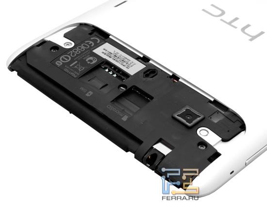 Слоты для SIM-карты и microSD под крышкой HTC Flyer